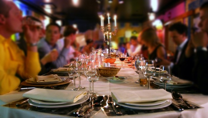 Fotolia_3332434_S_restaurant-groupe-705x400